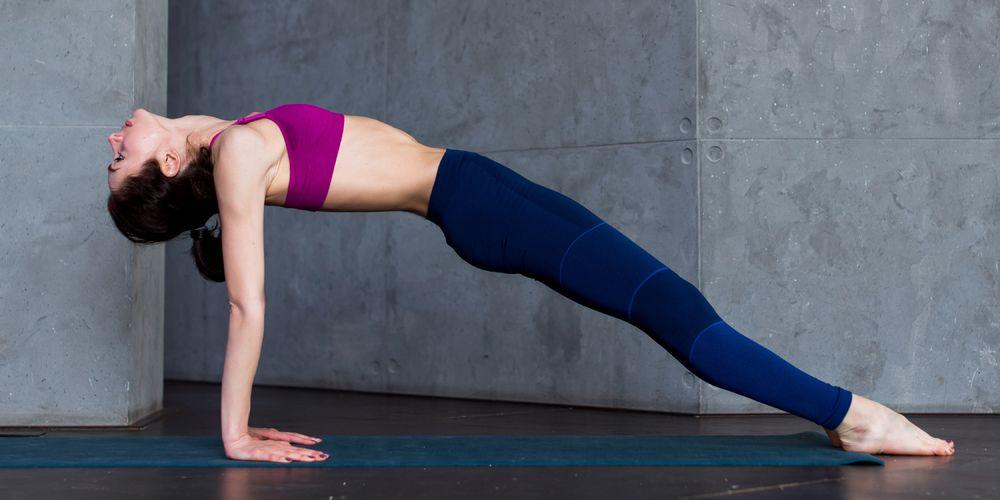 Memperbaiki postur tubuh juga menjadi manfaat plank selanjutnya