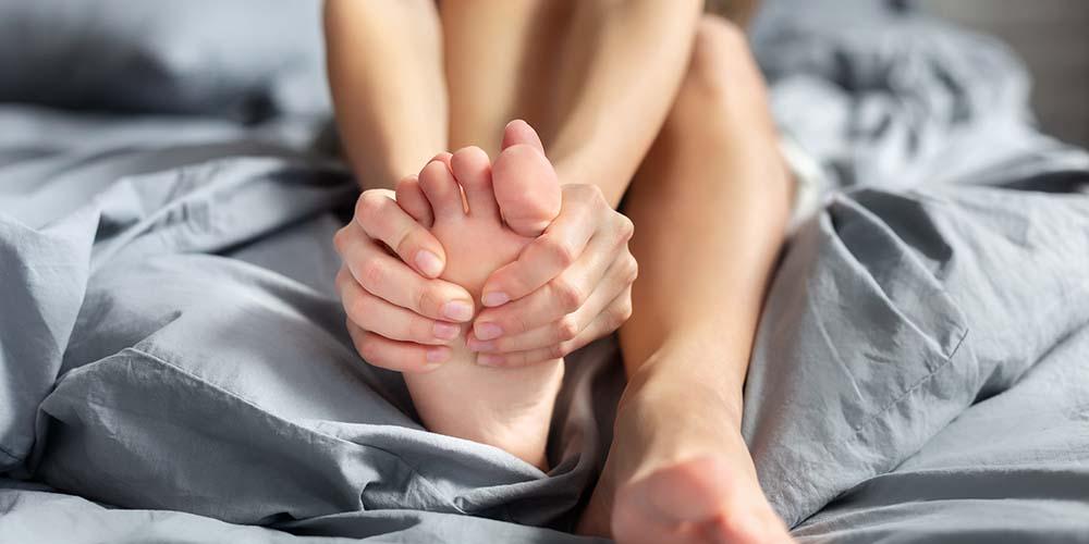Kram kaki saat hamil adalah keluhan yang dirasakan oleh ibu hamil