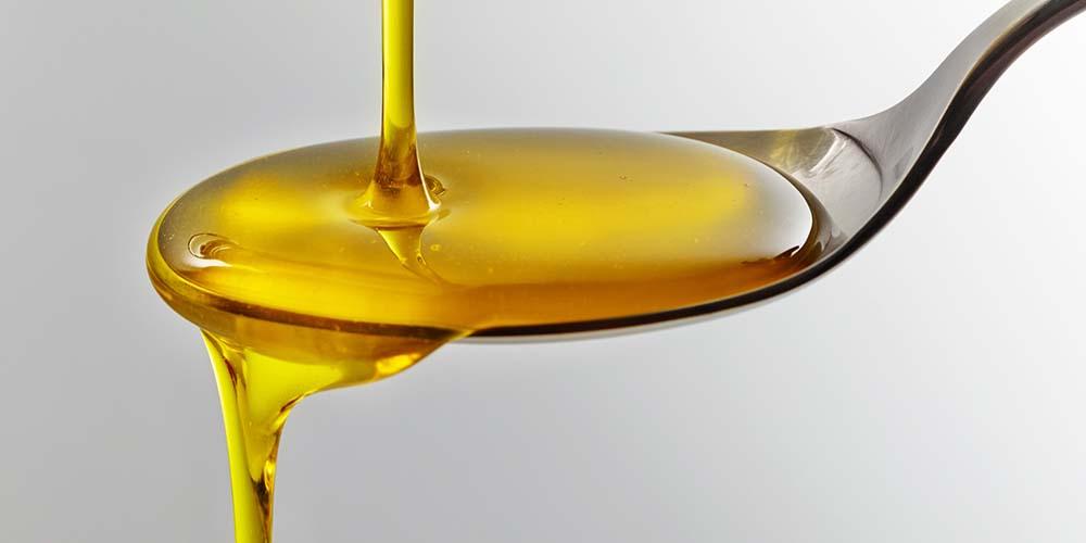 Satu sendok minyak canola mengandung 124 kalori dan 14 gram lemak
