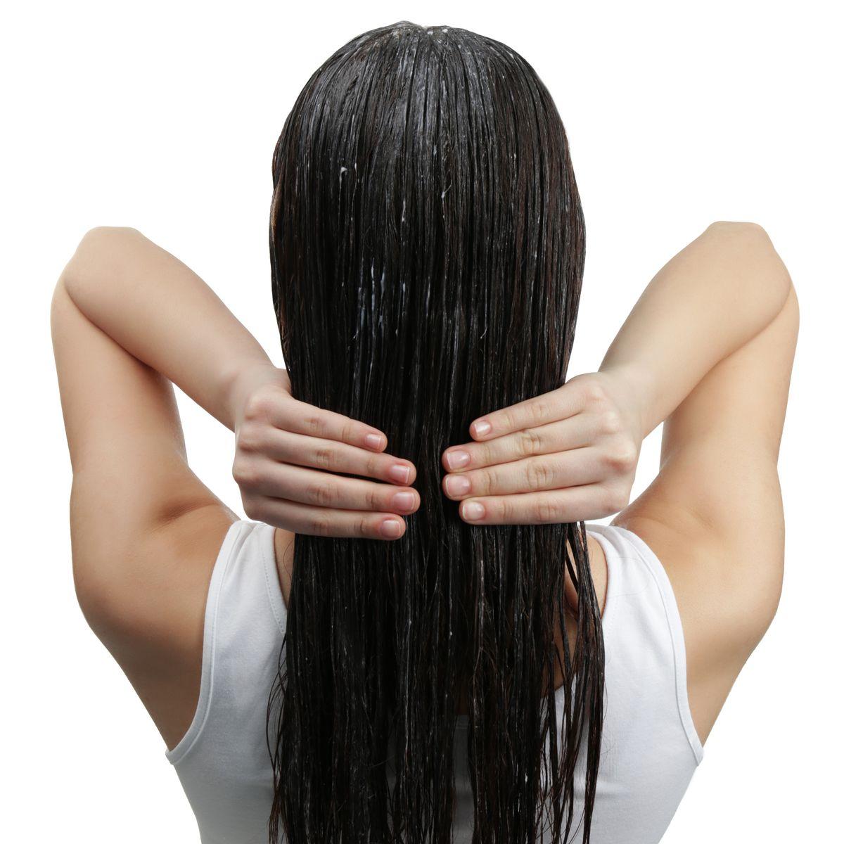 Minyak urang aring dapat langsung dioleskan ke kulit kepala