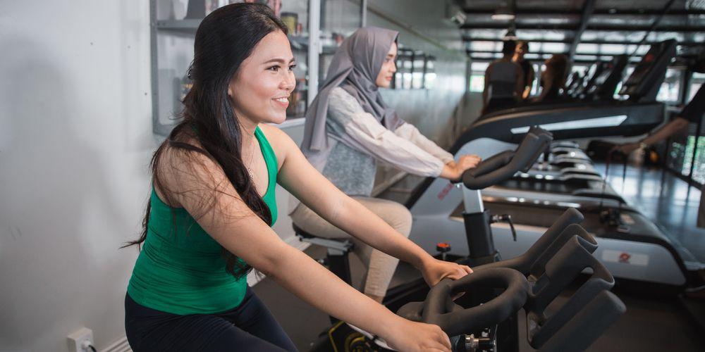 Sepeda statis adalah jenis olahraga yang cocok untuk penderita asam lambung