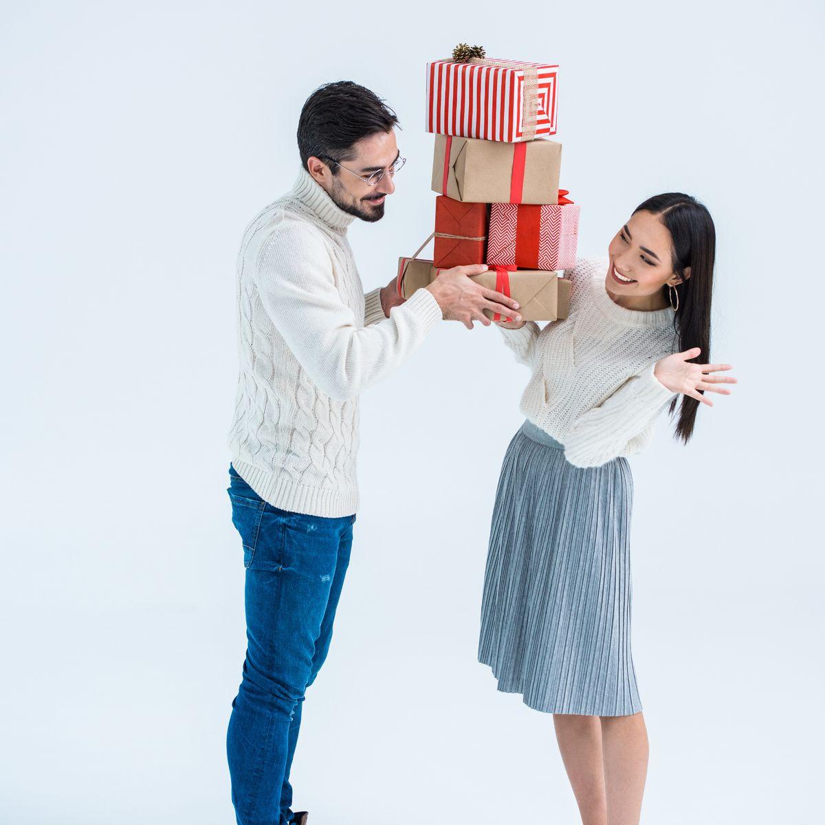 Tanda-tanda orang suka sama kita dengan memberi hadiah