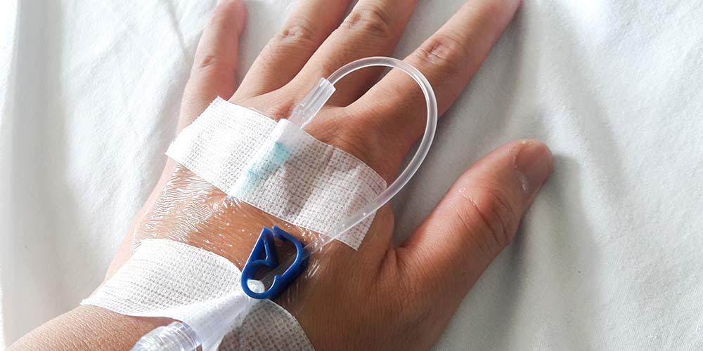 Pemasangan infus di rumah sakit sebenarnya tergolong aman