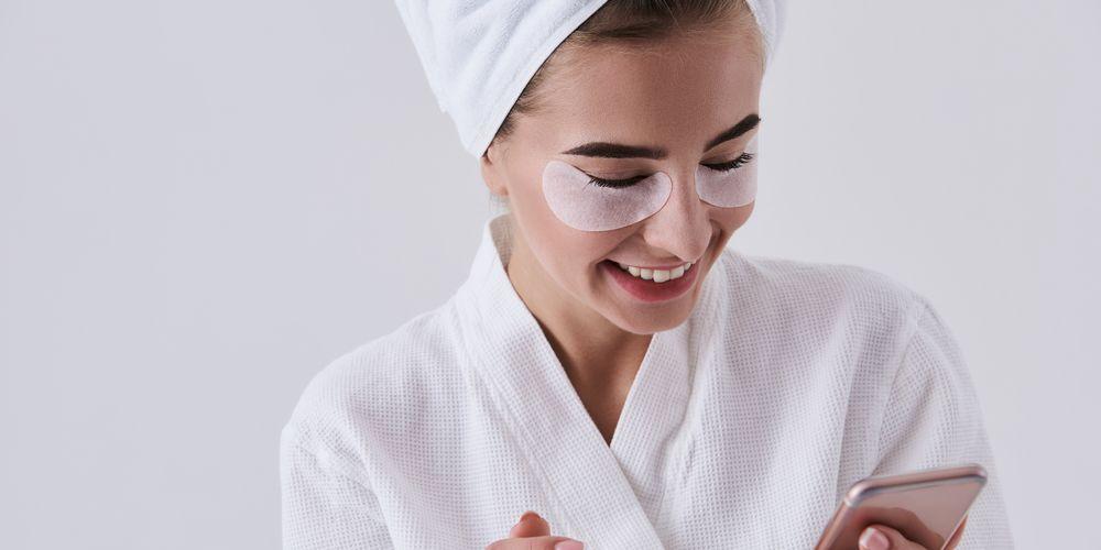 Cara memakai masker mata yang maksimal adalah selama 10-20 menit
