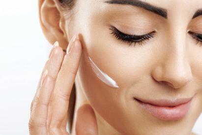 Produk skincare untuk kulit kering adalah pelembap