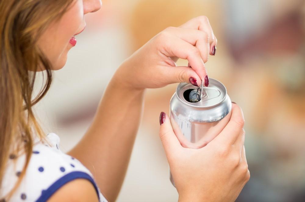 Soda mengandung gula lebih dari batas konsumsi per hari yang dianjurkan