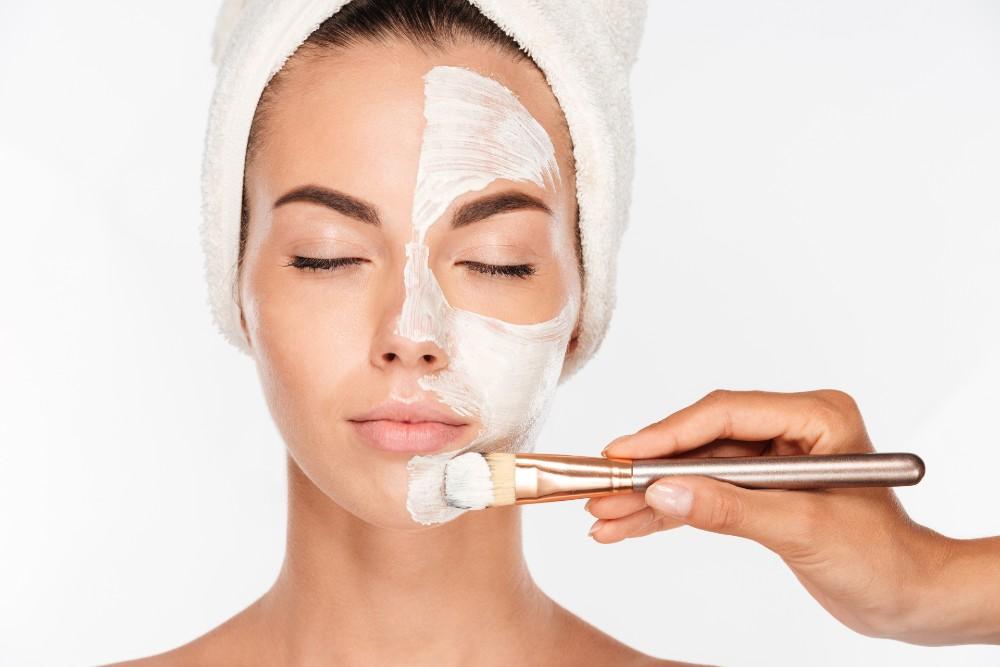 Masker wajah terbaik untuk kulit normal adalah masker krim