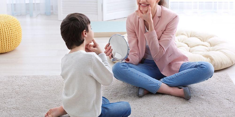 Terapi wicara menjadi salah satu terapi yang diberikan untuk masalah autisme
