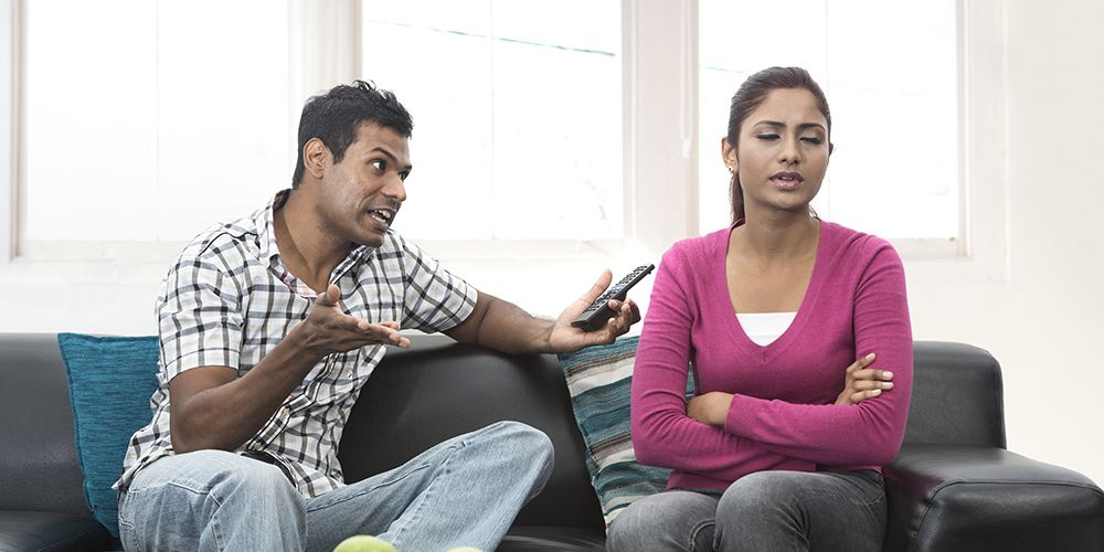 Kekerasan dalam pacaran juga bisa terjadi secara verbal dan emosional