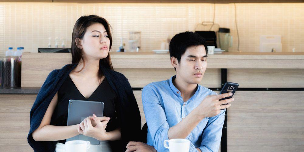 Kenali ciri kekerasan dalam pacaran secara emosional seperti posesif