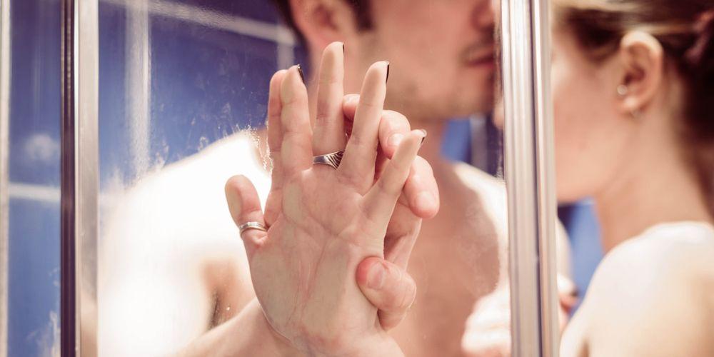 Ada beberapa tips bercinta di kamar mandi agar tidak mudah terpeleset