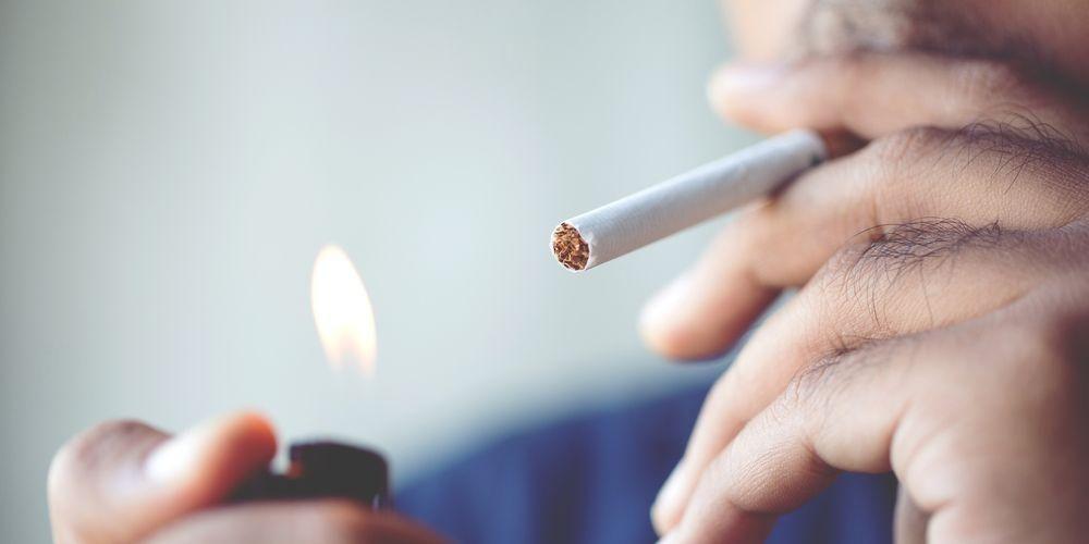 Merokok penyebab utama gusi hitam