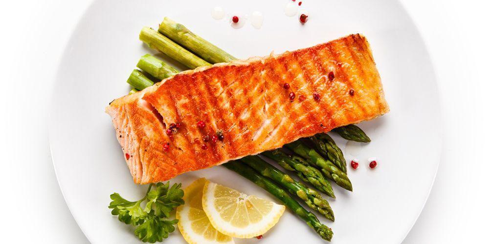 Sajikan salmon sebagai makanan balita