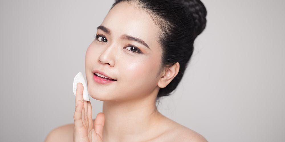 Pencuci muka untuk kulit kombinasi sebaiknya mengandung hyaluronic acid