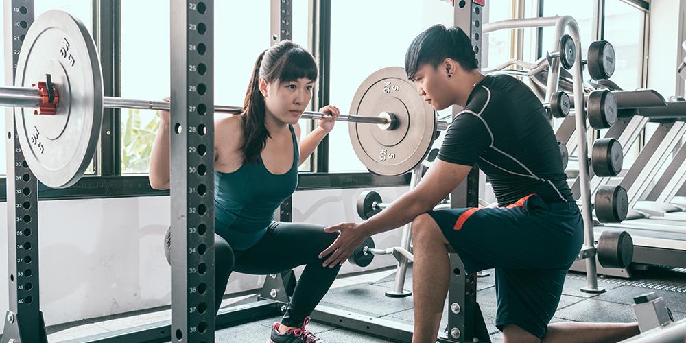 Hindari mengangkat beban berat untuk merawat bekas luka caesar