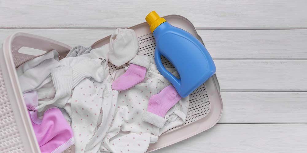 cara mencegah alergi deterjen adalah dengan pilih deterjen bebas pewarna dan pewangi