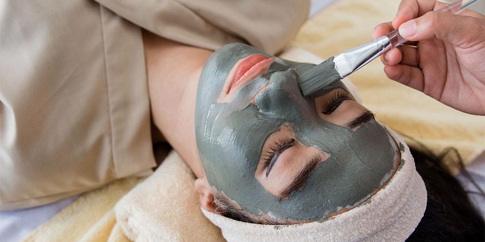 Manfaat charcoal mask dapat mengobati jerawat yang meradang