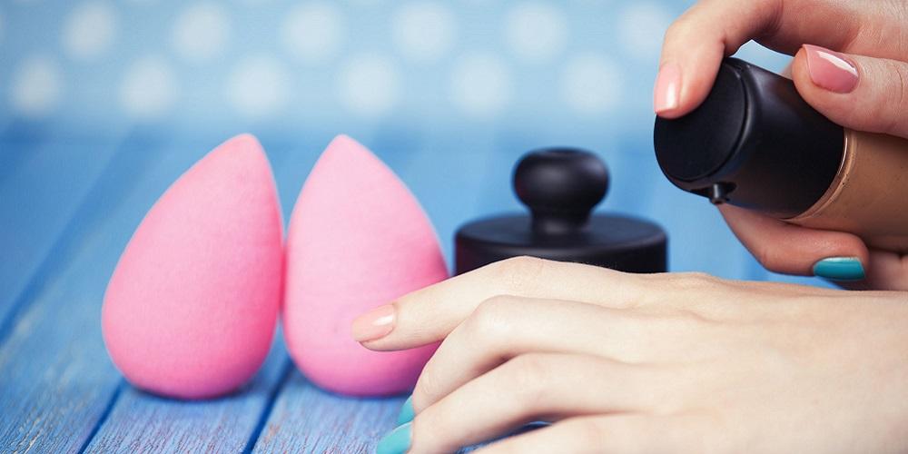 Beauty blender biasanya digunakan untuk mengaplikasikan foundation