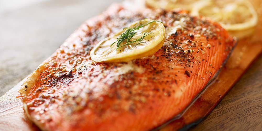 Makanan untuk penderita stroke berikutnya adalah ikan salmon