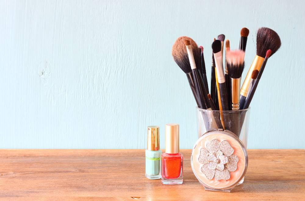Merapikan tempat make up berdasarkan jenisnya