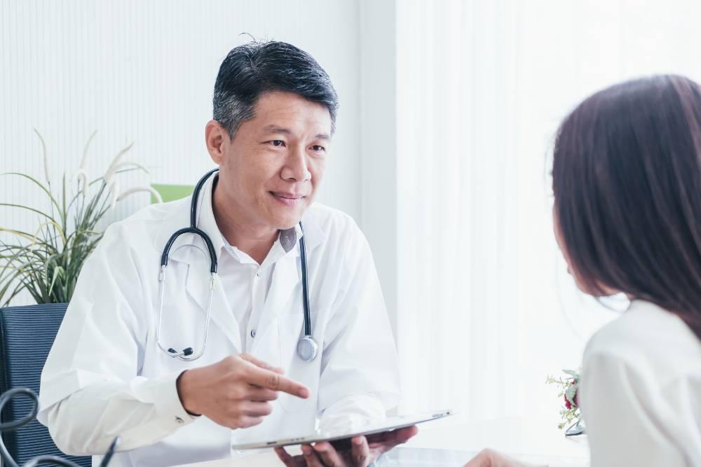 Anda harus memeriksakan diri ke dokter spesialis gastroenterologi apabila mengalami sakit maag terus menerus