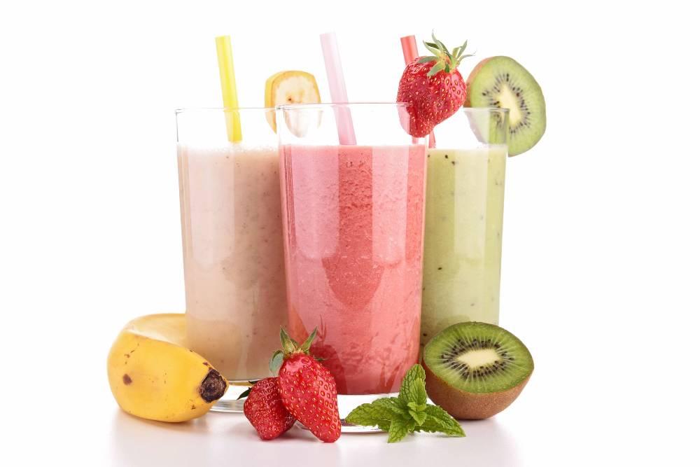 Smoothies adalah minuman buka puasa yang segar dan menyehatkan