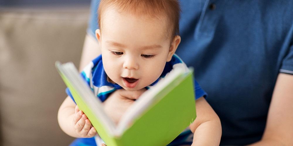 Bayi bisa bicara dengan cepat jika sering dibacakan cerita