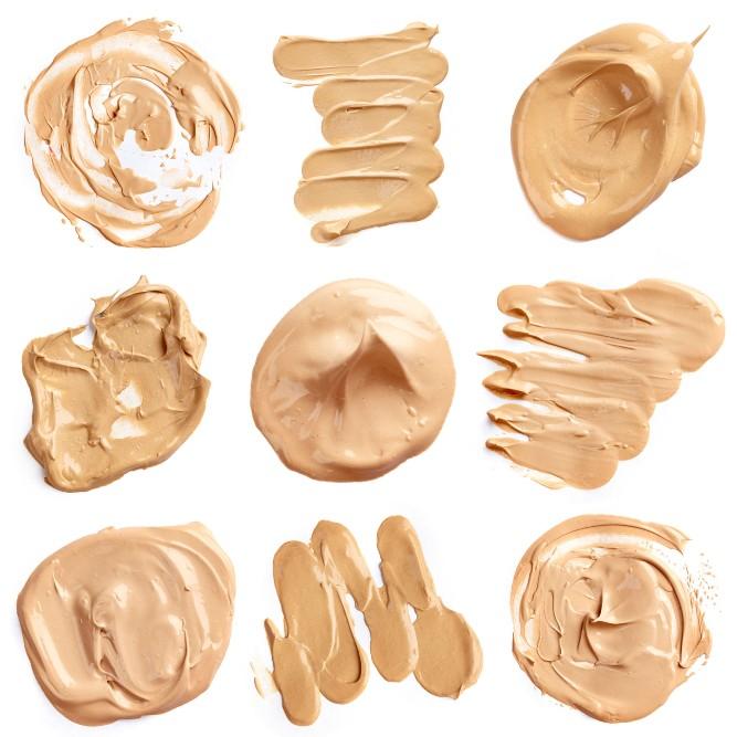Cara pakai foundation cair sebaiknya menggunakan spons make up