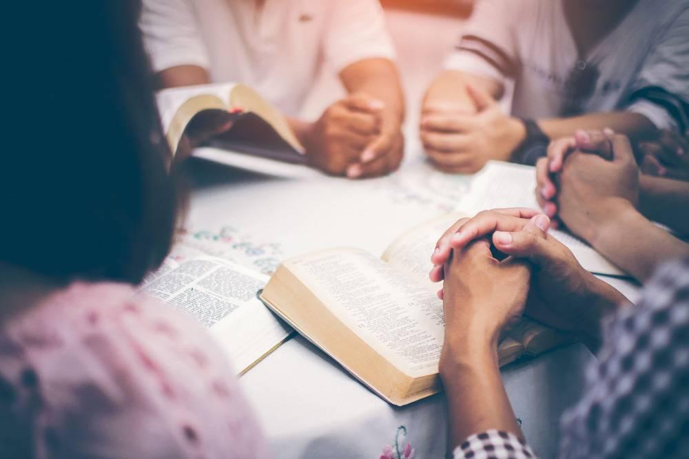 mendalami agama masing-masing penting bagi pasangan yang menjalani hubungan beda agama