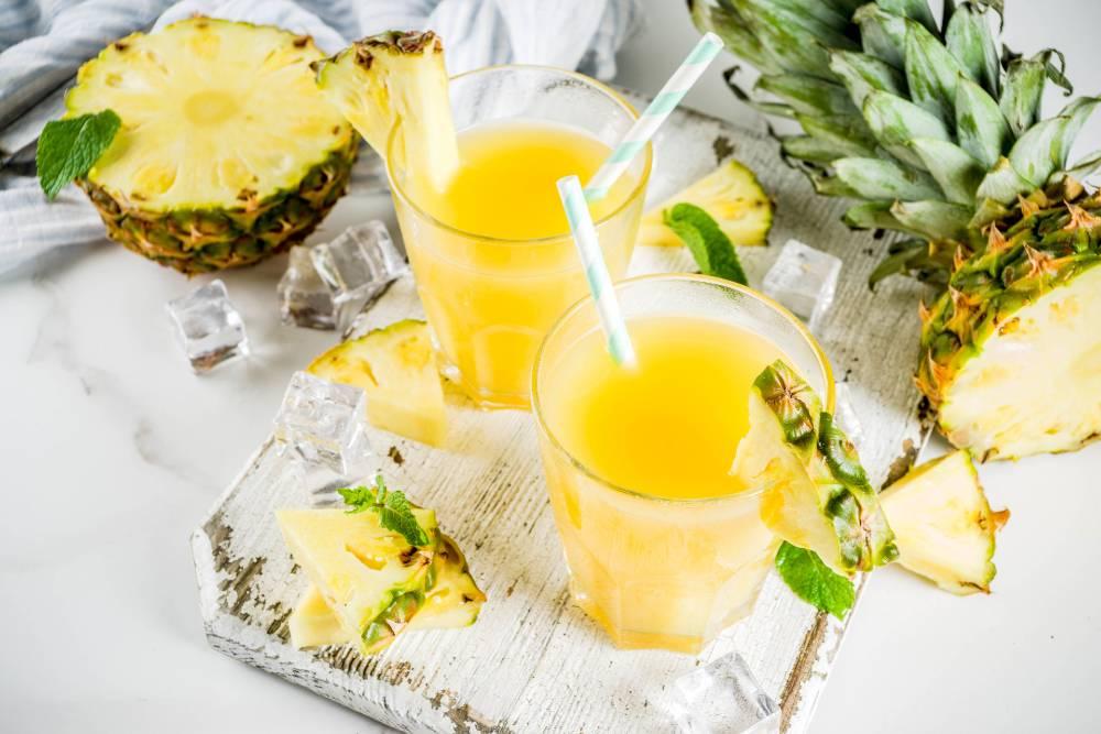 Jus buah dari mangga, jeruk, nanas bisa menjadi pilihan minuman segar saat buka puasa