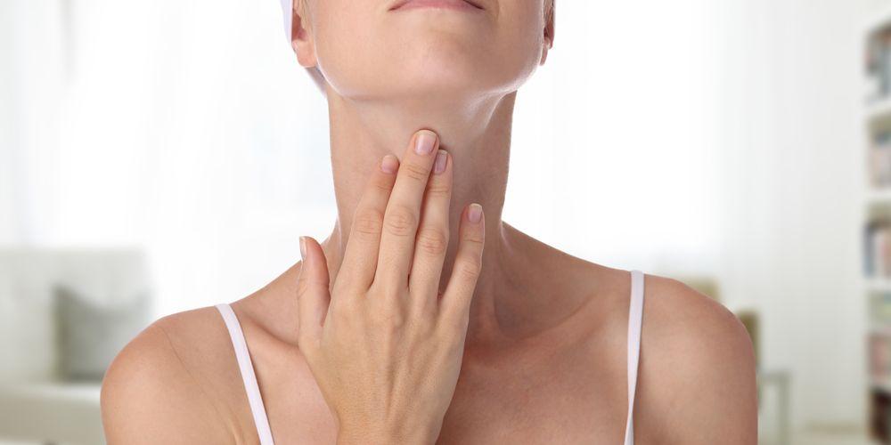 Masalah pada tiroid mampu menyebabkan rambut rontok saat hamil