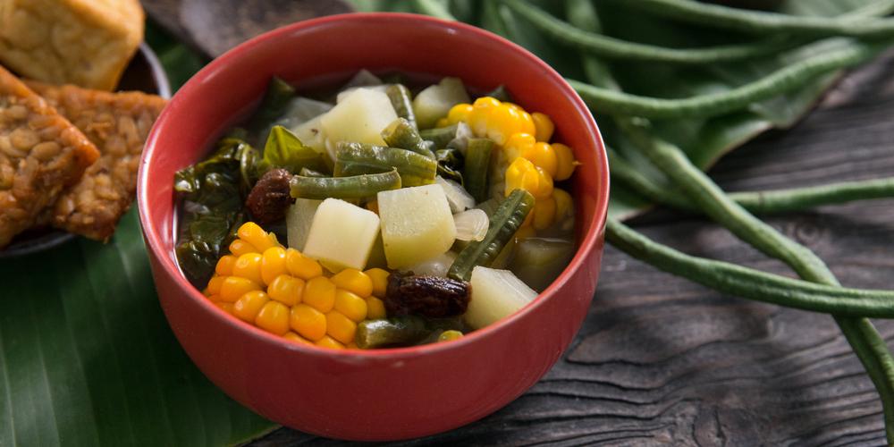 Sayur asem adalah menu sayur segar untuk buka puasa yang favorit