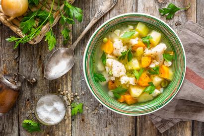 sup sayuran adalah salah satu contoh menu sayur segar berkuah untuk buka puasa
