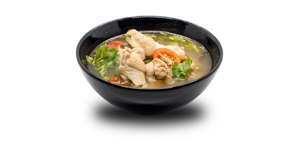Sup sayur dengan kaldu dari tulang rawan ayam bantu penuhi kebutuhan cairan dan pembukaan rahim
