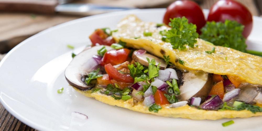 Omlet dengan sayuran, menu sarapan diet karbo