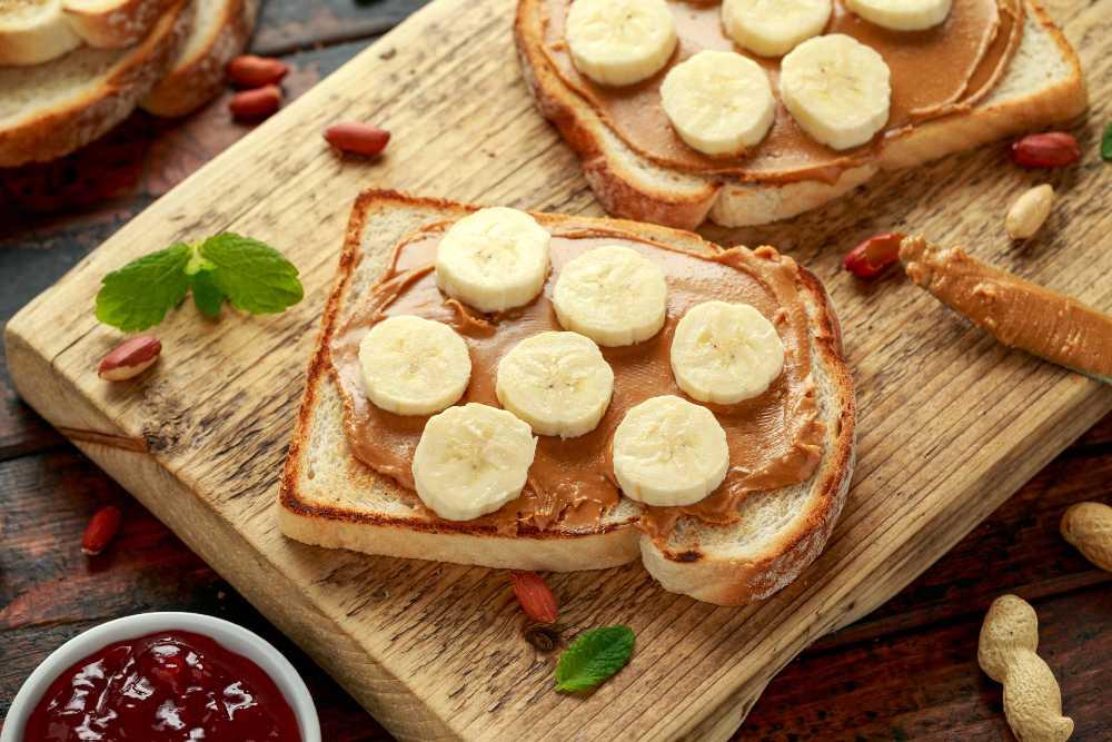 Roti panggang pisang selai kacang bisa jadi olahan pisang untuk buka puasa