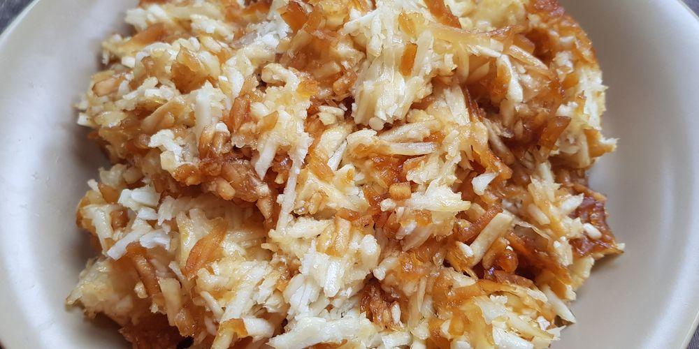 Sawut singkong adalah salah satu makanan olahan dari singkong yang bisa Anda coba