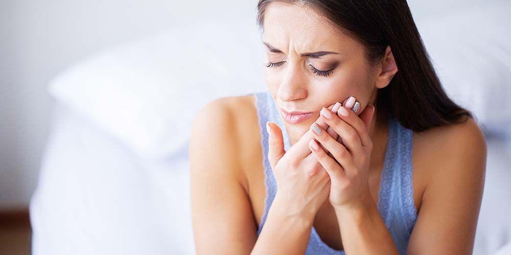 Gusi gatal bisa disebabkan oleh adanya luka pada gusi