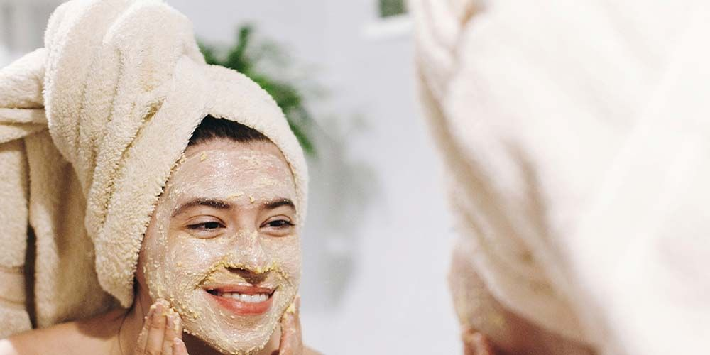 Menggunakan manfaat masker oatmeal dan madu harus dengan aman