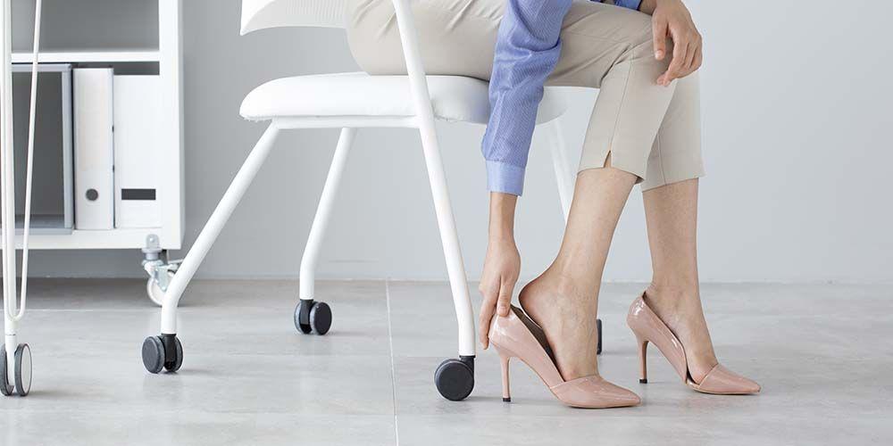sepatu hak tinggi bisa memicu kaki sakit