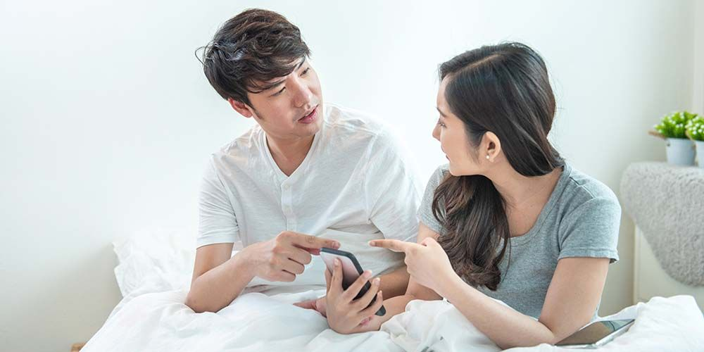 pasangan suami istri bertengkar