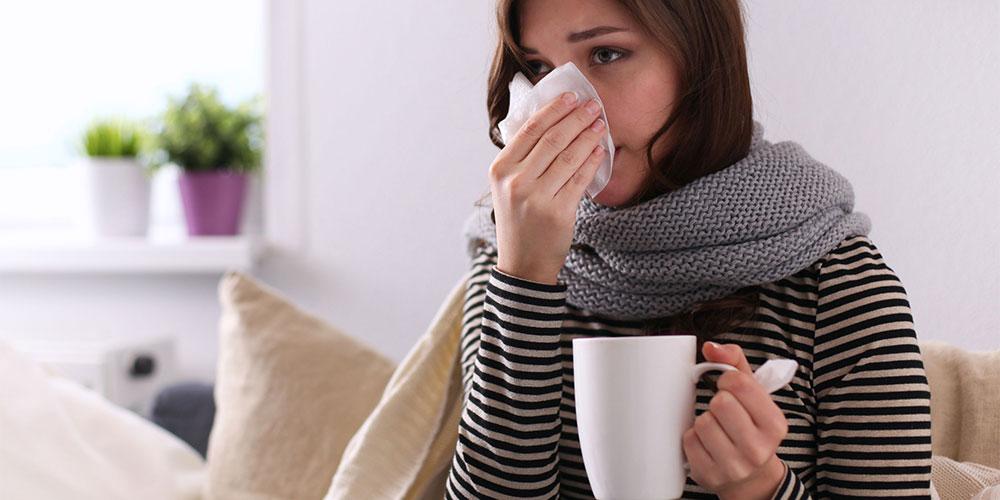 Pilek dan flu bisa menjadi penyebab sakit tenggorokan