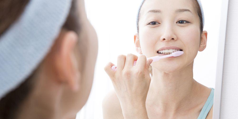 Selalu sikat gigi rutin agar meredakan rasa pahit di mulut