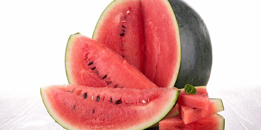 Selain rendah serat, semangka terbukti kaya air yang berguna untuk mengatasi sembelit pada bayi