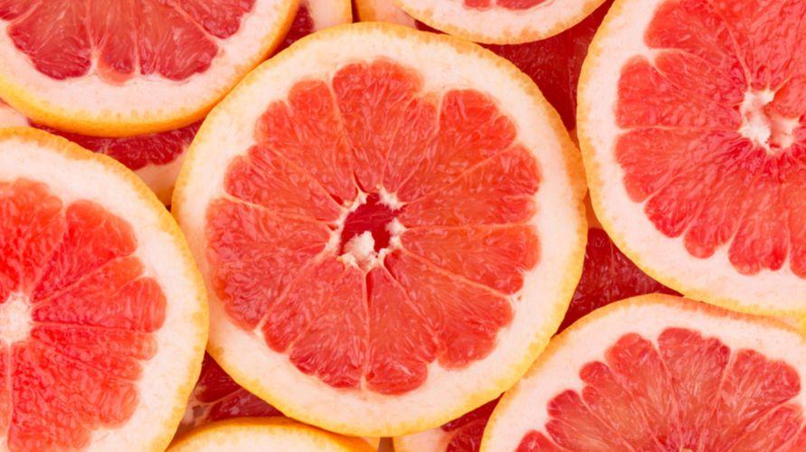 Grapefruit adalah buah jeruk bali merah yang rasanya manis