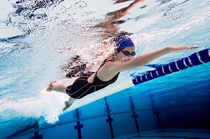 Berenang termasuk macam-macam olahraga air