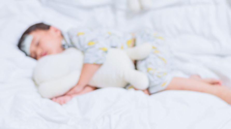 Kepala bayi panas tak selalu disebabkan oleh demam