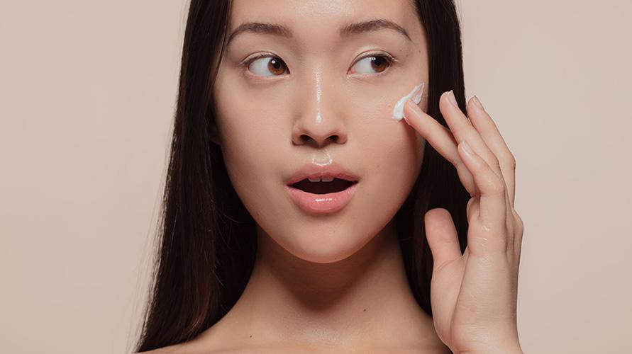 Moisturizer untuk kulit berminyak penting untuk menjaga kulit lembap