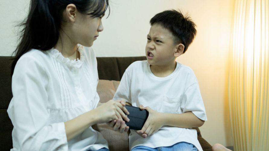 anak marah dan menyakiti orang lain