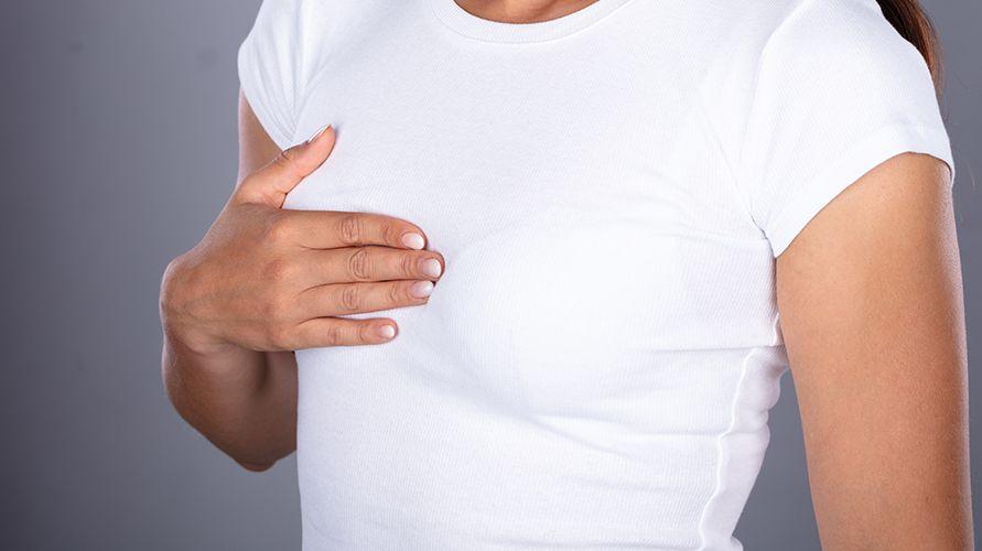 wanita dengan dada sesak